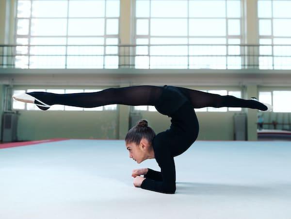 Flexible girl standing  do the splits